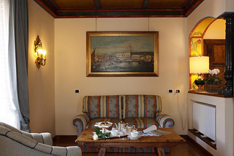 Imagine despre hotel ancora cortina
